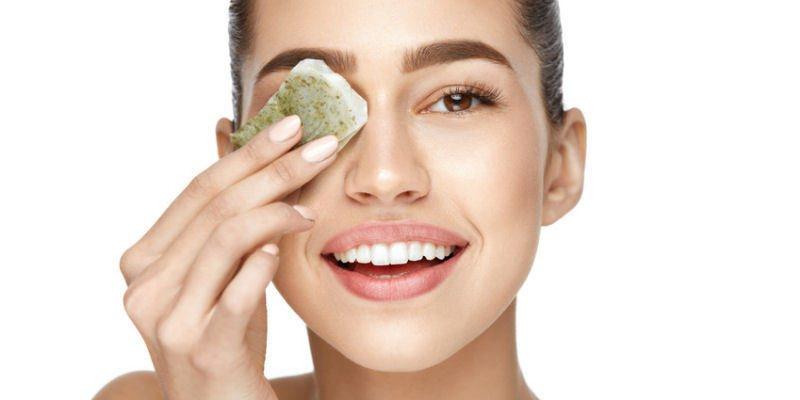 Teebeutel gegen Augenschatten und Schwellungen