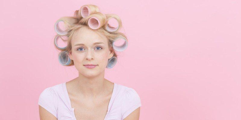 Glatte Haare mit Lockenwicklern