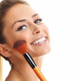 Die-besten-Beauty-Tipps-zum-Ueberschminken-von-Mitessern-und-Pickeln